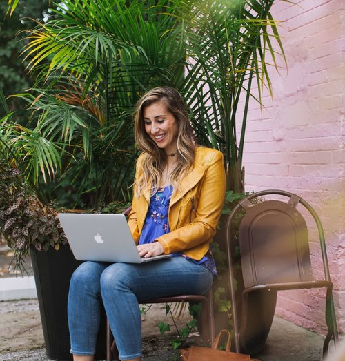Elise Darma - Freelancer and Digital Nomad